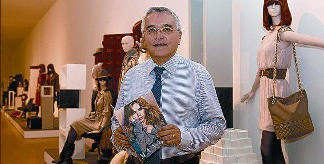 Enric Casi in a Mango shop