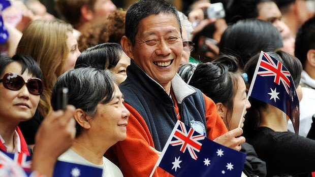 Chinese immigrants in Sydney waving flag