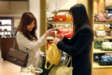 chinese-shoppers-british-retail-store_20140120-105614_1.jpg