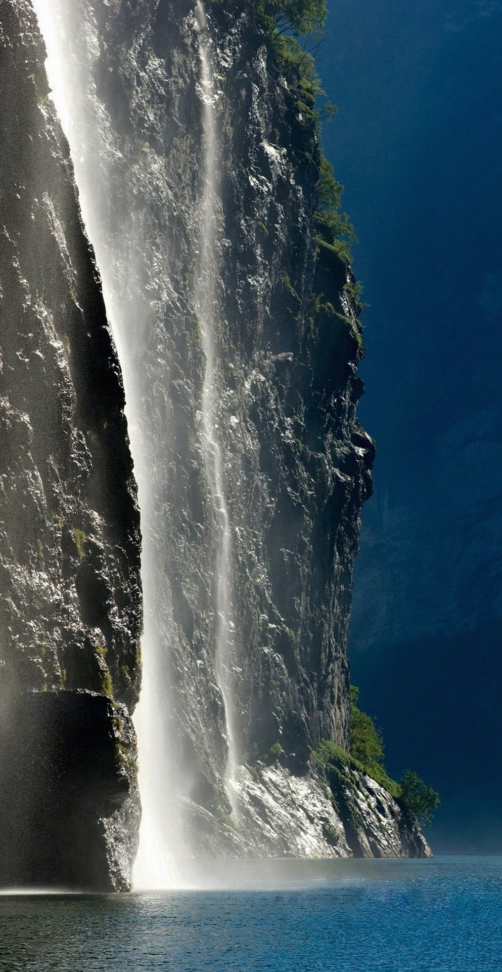 geirangerfjord-norway-waterfall